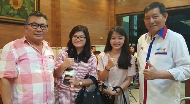 Marceli (kedua dari kiri) foto bersama Walikota Manado GS Vicky Lumentut dan Berty Mendur (kiri)