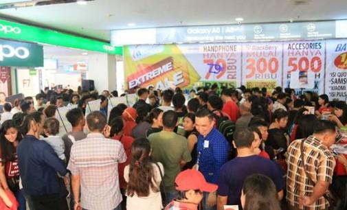 Heboh !!! Extreme Sale itCenter Manado Diserbu Ribuan Pengunjung