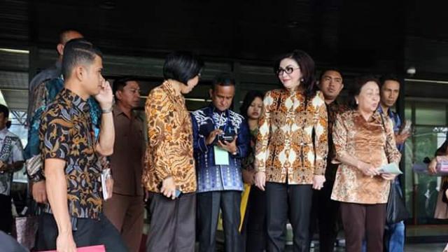 Bupati Minsel Dr (Min) Christiany Eugenia Paruntu, SE dan Ketua DPRD Minsel Jenny Johana Tumbuan SE saat Menghadiri Rakornas