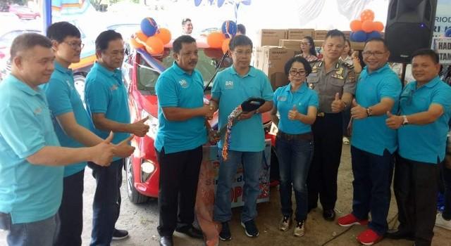 Pemenang undian BRI mendapat hadiah utama berupa mobil.