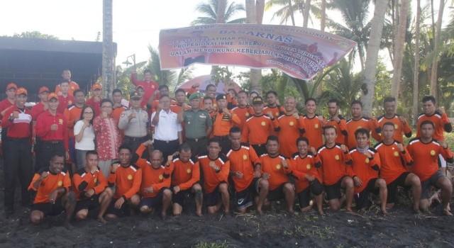 Peserta pelatihan water rescue pada acara penutupan, Rabu (11/4/2018).