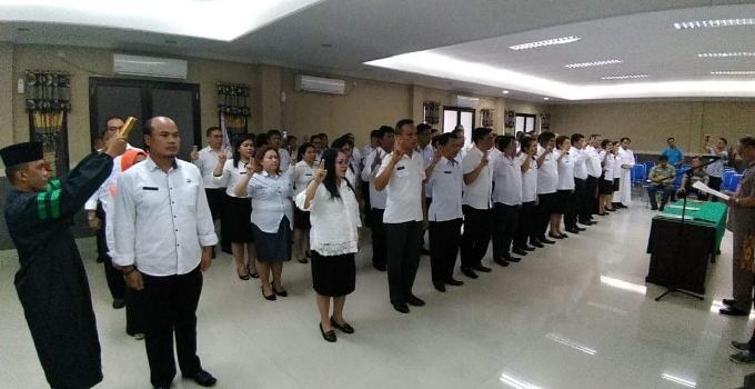 Pengambilan sumpah janji 79 pejabat Pemkab Minut, Jumat (13/4/2018).