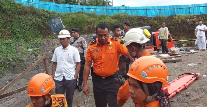 Kepala Badan Pencarian dan Pertolongan Manado Mochamad Arifin mengomandoi tim rescue.