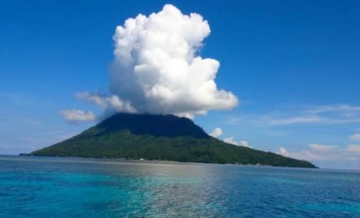 Sambut Dies Natalis ke-19, STIEPAR Manado 'Serbu' Pulau Manado Tua