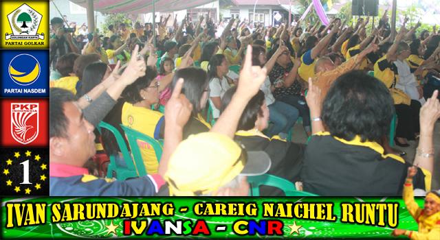 Pendukung Ivan Sarundajang dan Careig Naichel Runtu saat menyanyikan Jingle Ivan-Careig