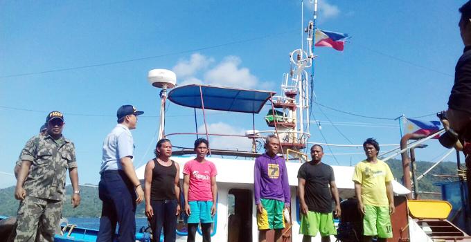 ABK dan kapal berbendera Filipina saat diamankan