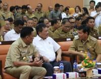 Bersama GUBERNUR OLLY DONDOKAMBEY, WALI KOTA VICKY LUMENTUT Serahkan LKPD Manado