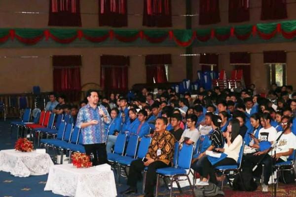 Mor Bastiaan saat berbicara dihadapan mahasiswa TIK.