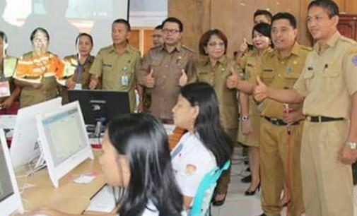 Sekda Robby Ngongoloy Buka Pelaksanaan UNBK SMK di Mitra