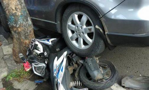 Pengendara Diduga Mengantuk, Honda CRV Tabrak Mikrolet dan Lindas 3 Sepeda Motor