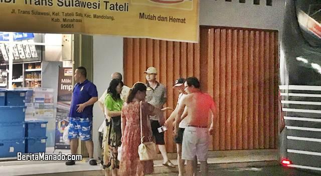 Turis Tiongkok singgah berbelanja di Indomaret