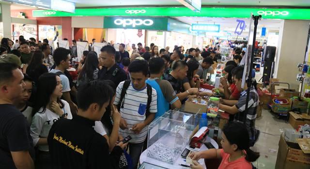 Pengunjung membeludak di itCenter Manado