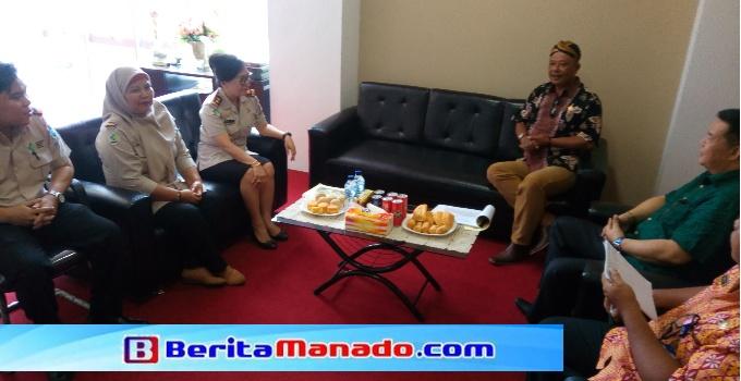 Pingkan ketika menerima kunjungan Ketua DPRD dan Ketua Komisi A