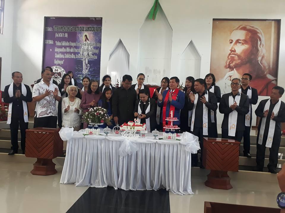 Suasana ibadah bersama Walikota Vicky Lumentut.