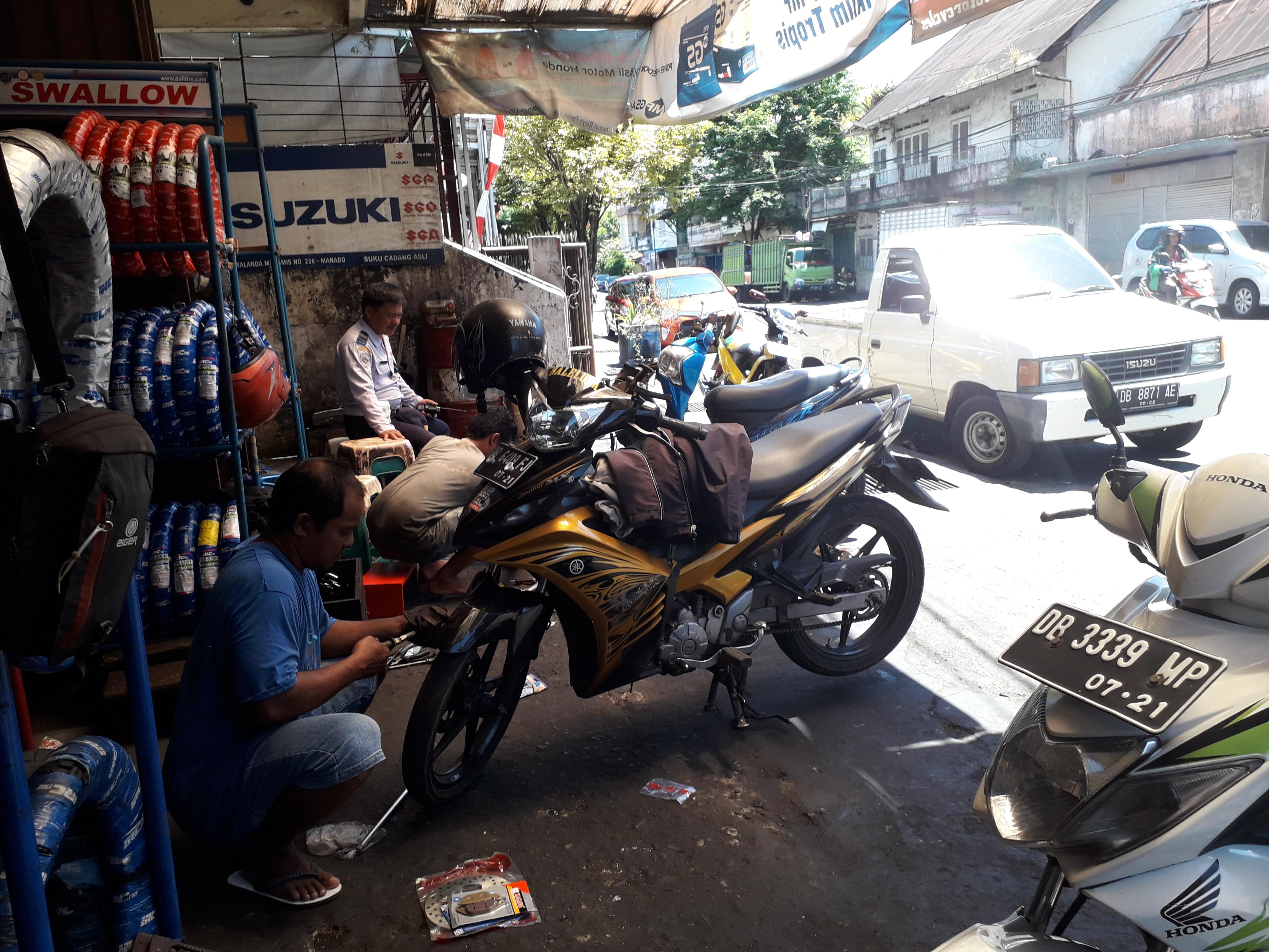 Bengkel Motor di Jalan Kanaka