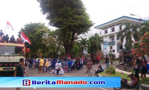 Ratusan Karyawan PT Delta Kembali Duduki Kantor Wali Kota Bitung