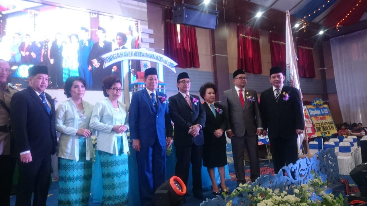Ketua DPRD Manado, Nortje Van Bone, bersama Walikota dan Wakil Walikota Manado