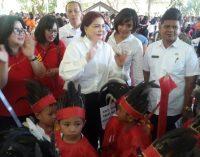 Perayaan Hari Anak Nasional, Bupati VONNIE PANAMBUNAN Ikut Menari Kabasaran