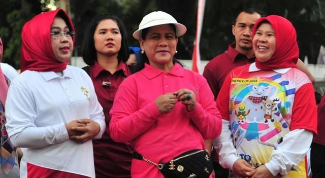 Ibu Negara Iriana Joko Widodo bersama Tri Rachaju