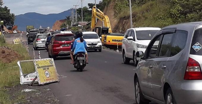 Kemacetan lalulintas di Ringroad I akibat pembangunan interchange tol