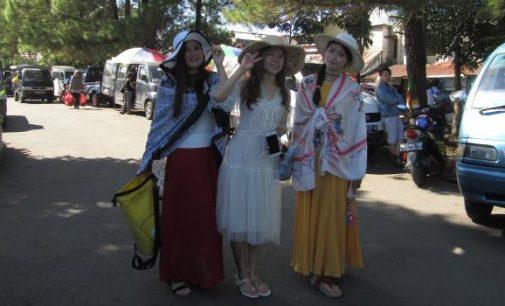 Ingin Melihat Orang Minahasa Belanja Pengucapan, Turis Cina Datangi Pasar Tradisional Ini