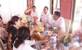 Gubernur OLLY DONDOKAMBEY Berharap Festival Bunga Tomohon dapat Mendongkrat Pariwisata Sulut