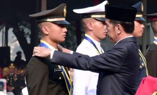 JOKO WIDODO Lantik 724 Perwira TNI-POLRI di Istana