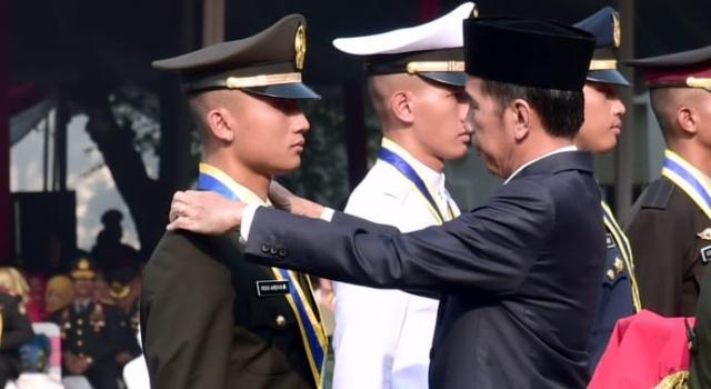 Joko Widodo lantik 724 perwira TNI-POLRI