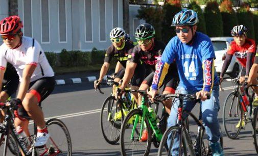 Pola Hidup Sehat, Komunitas MCM Ajak VICKY LUMENTUT Bersepeda Keliling Manado
