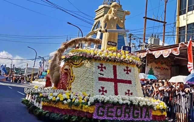 Float peserta parade dari negara Georgia