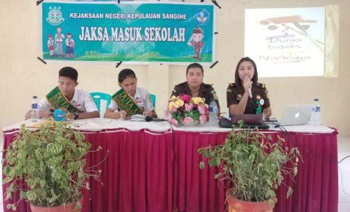 Kejari Sangihe Gelar Sosialisasi Tentang Bahaya Narkoba di SMK N 1 Tahuna