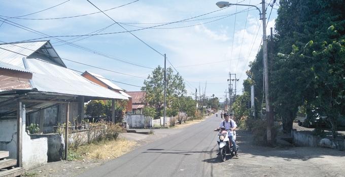 Kondisi lampu jalan yang tidak berfungsi di Desa Silian Barat