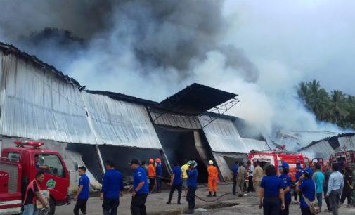 Pabrik Busa di Kawiley Terbakar
