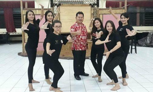 Gadis-gadis Cantik Ini Siap Tampilkan Tari Ente di Parade Tarian Nusantara