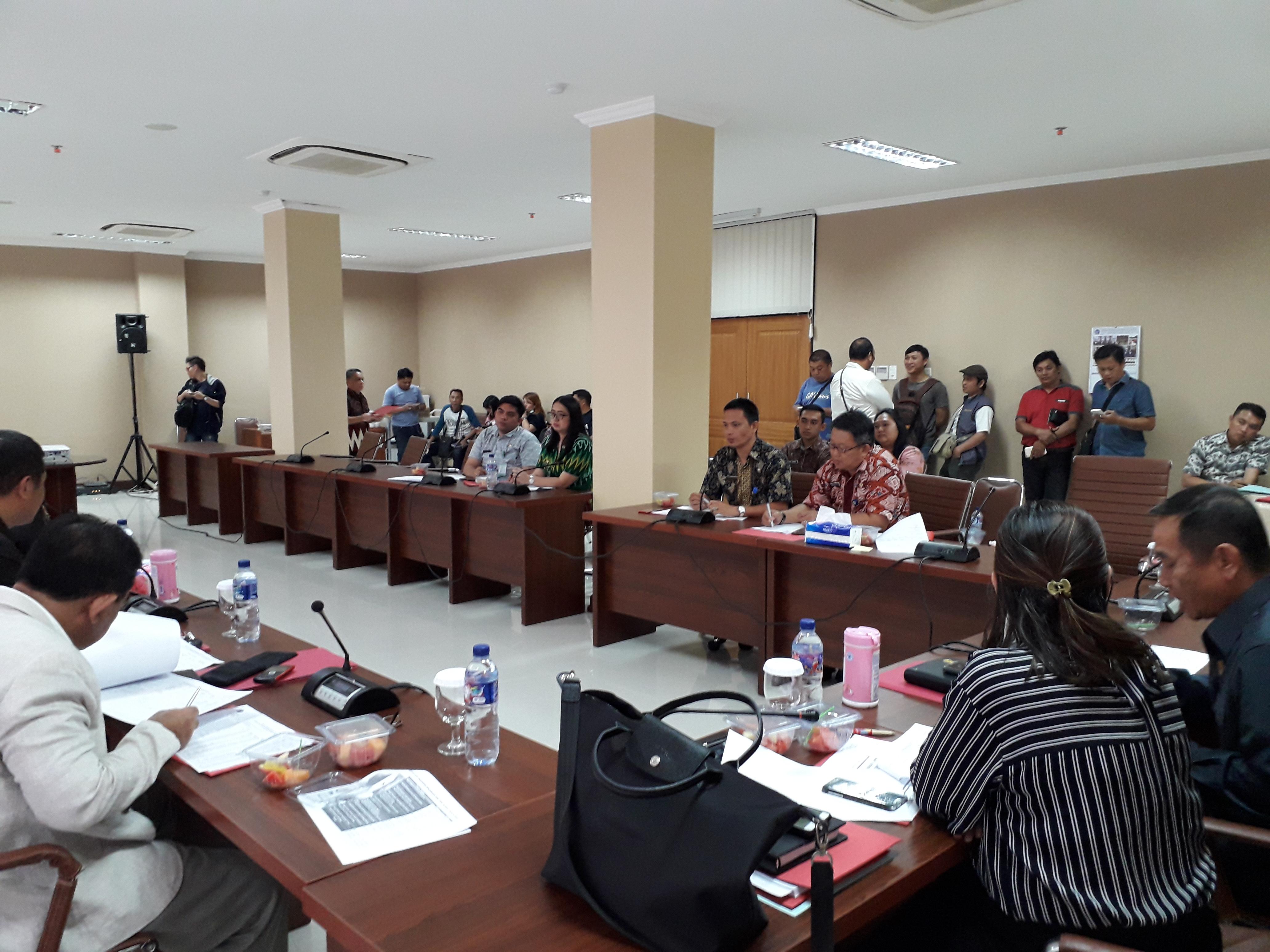 Rapat Komisi 1 bersama Biro Pemerintahan dan Humas Setdaprov Sulut