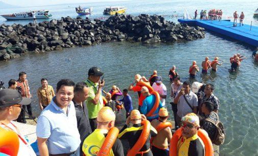 STEVEN KANDOUW Lepas 1000 Perenang Cina di International Fun Swimming