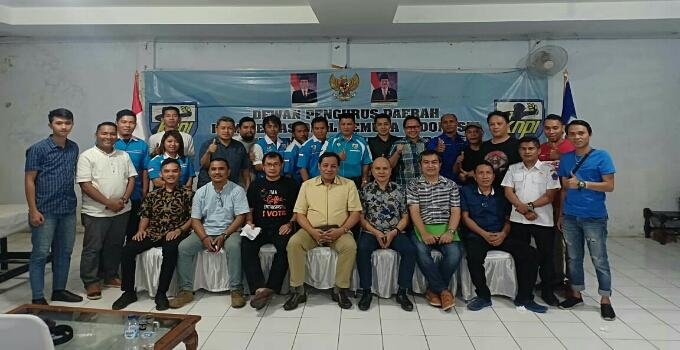 Foto bersama peserta dan pembicara dalam FGD Pemilu yang digagas DPD KNPI Sulut