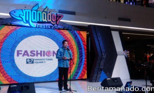 MOR BASTIAAN Sebut Penggagas Fashion Show Kaeng Manado PAULA RUNTUWENE