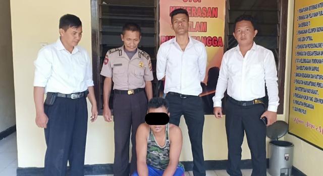 Pelaku Toro tak berkutik saat ditangkap petugas.