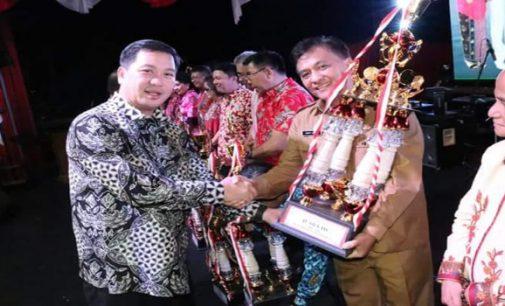 Wakili Vicky Lumentut, Bart Assa Terima Penghargaan Untuk Manado