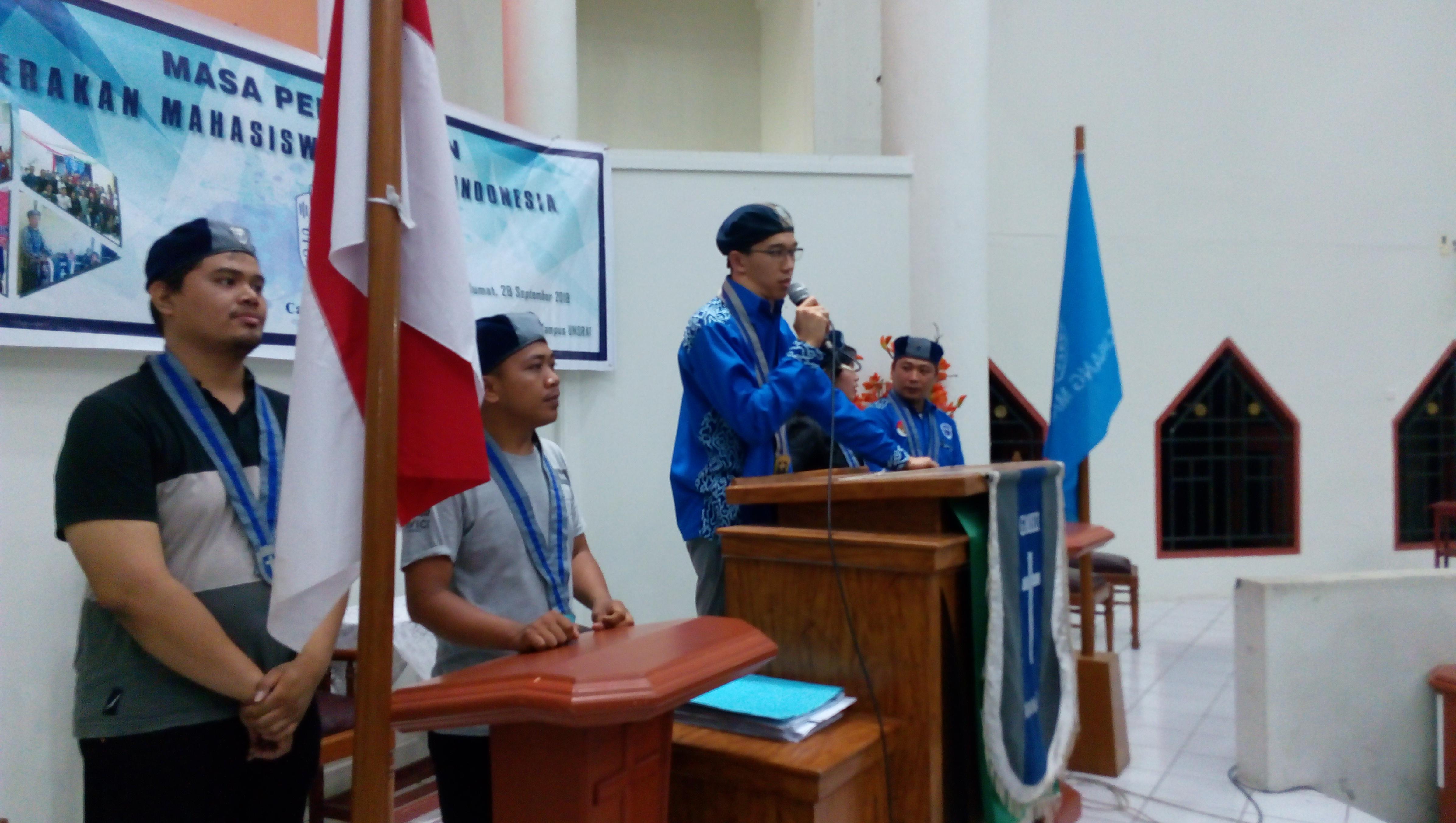 Alter Wowor M.Th saat memberikan sambutan kepada anggota baru GMKI