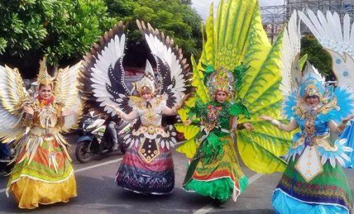 Penampilan Empat Wanita di Karnaval Fisco Ini Jadi Pusat Perhatian Warga