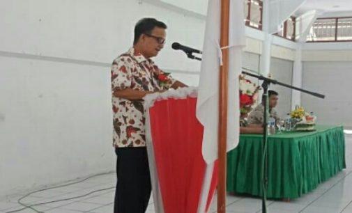 Wabup Helmud Hontong Serahkan Honorarium Bagi Kaling dan Ketua RT