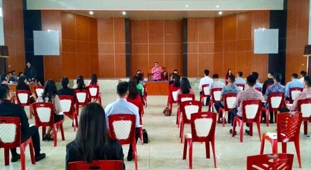 Kadisbudpar Minahasa Agustivo Tumundo saat membuka kegiatan Test Tertulis dan Narkoba peserta PWWM 2018