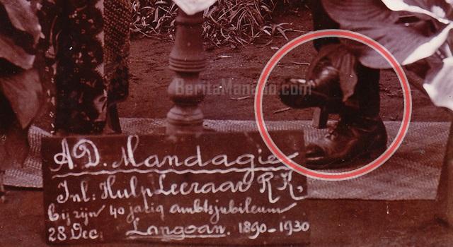 Cepatu kulit yang dikenakan AD Mandagi