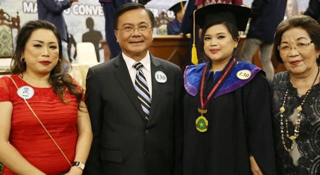Abbygail Tambuwun bersama Benny Mamoto dan keluarga