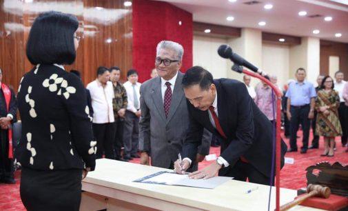 Toar Palilingan Cs Emban Jabatan Baru di FH Unsrat