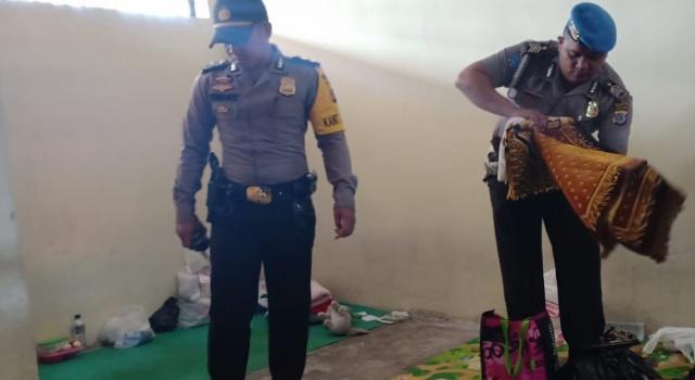 Pemeriksaan di ruang tahanan Polres Minut.