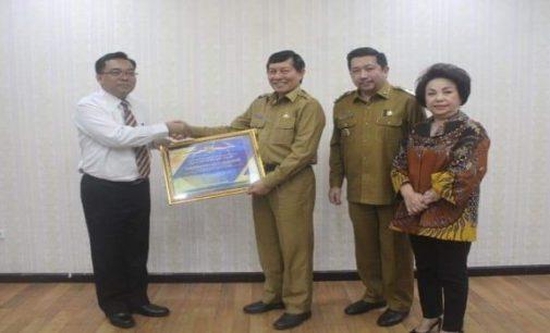 Pemkot Manado Raih Opini WTP, Vicky Lumentut Terima Penghargaan Kementerian Keuangan