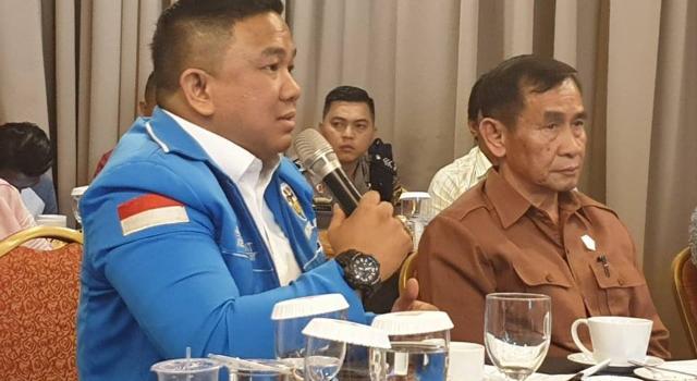 Jackson Kumaat didampingi Ketua Komisi 1 DPRD Sulut, Ferdinand Mewengkang